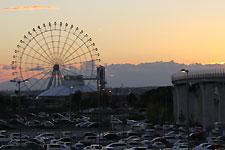 夕日に浮かぶモリコロパークの観覧車