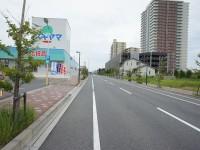 まっすぐ延びる道(米野木駅方面)