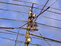 電線がトゲトゲ