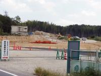 工事現場の赤い機械