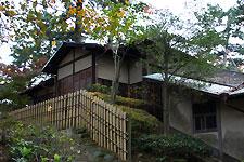 岡崎東公園内にある、志賀ゆかりの茶室